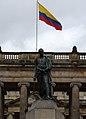 Simón Bolivar junto al palacio de justicia.jpg