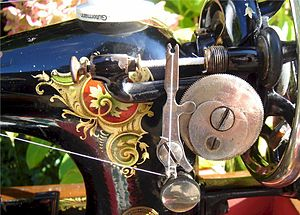English: Singer sewing machine decal - La Vinc...