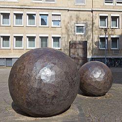 """Skulptur """"Lichtung zu Einem"""" - Ansgar Nierhoff - Andreaskloster Köln-9459.jpg"""