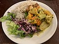 Soline (Lyon) - salade végétarienne et curry de tofu.jpg