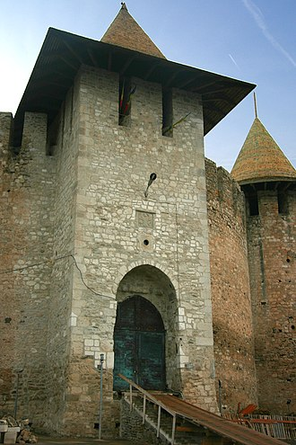 Soroca Fort - Image: Soroca Fort, Main Tower & Entrance, from the otside
