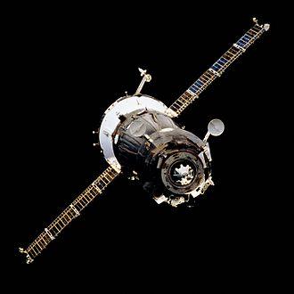 Soyuz-TM - Image: Soyuz TM during STS 71