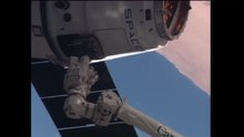 Dosya:SpaceX Dragon ship arrives at the International Space Station.webm