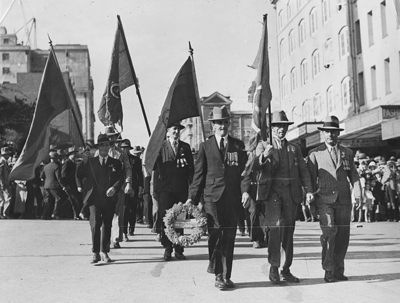 File:StateLibQld 1 111852 Anzac Day procession in Ann Street, Brisbane, ca. 1934.jpg