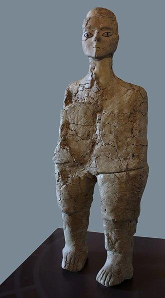 'Ain Ghazal Statues - Ain Ghazal statue on show in the Musée du Louvre, Paris.
