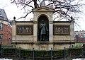 Statue Schumannstr 20 (Mitte) Albrecht von Graefe.jpg