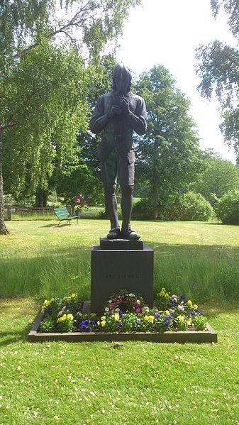File:Statue of Carl Linnaeus.jpg