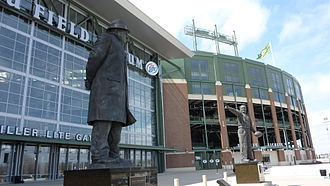 Lambeau Field - Statues of Curly Lambeau and Vince Lombardi at Lambeau Field