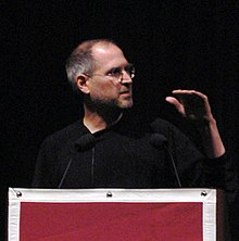 Steve Jobs mentre riceve il premio