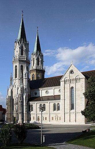 Klosterneuburg Monastery - Image: Stiftskirche Klosterneuburg Südansicht