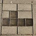 Stolpersteine für die ehemaligen Bewohner des Hauses in der Berliner Allee 34 in Hannover.jpg