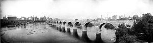 Stone Arch Bridge (Minneapolis) - Image: Stone bridge over the Mississippi, Minneapolis, Minn. c 1905