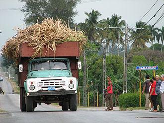 Camajuaní - Sugarcane truck passing through Camajuaní