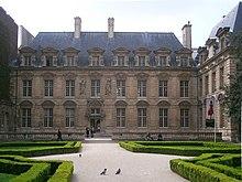 Place de la Bastille - Hôtel de Sully
