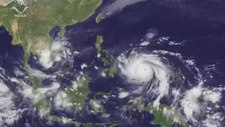 Plik:Super Typhoon Haiyan Impacts the Philippines.webm
