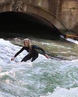 Surfing Eisbach Englischer Garten Muenchen-1.jpg