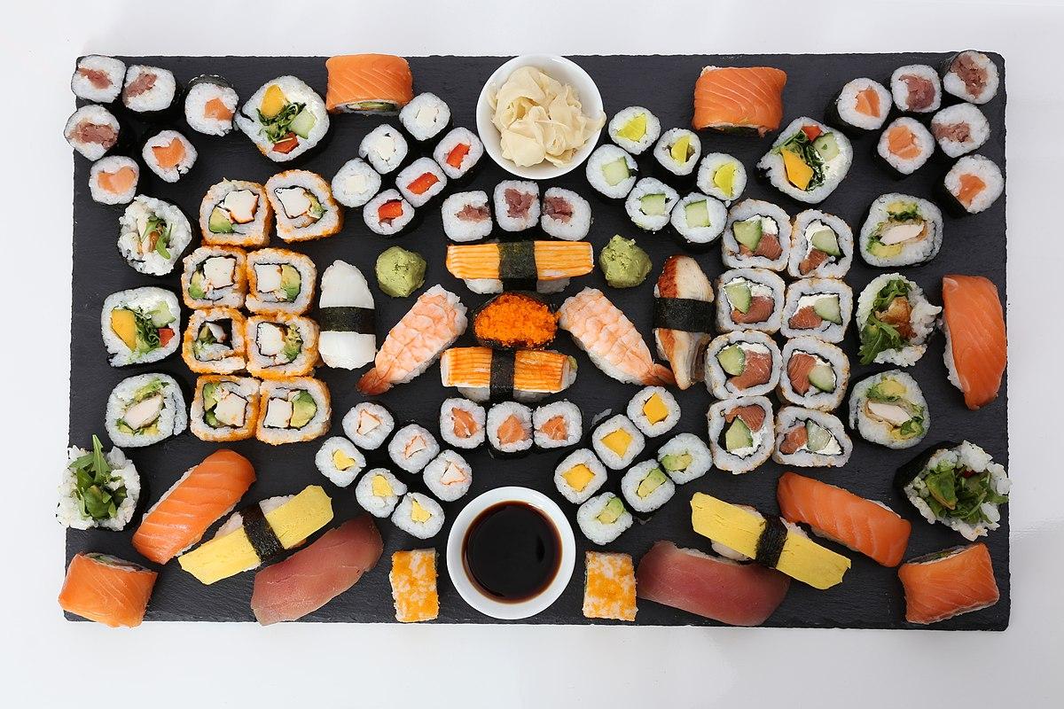1200px-Sushi_Platte_%2825966154454%29.jpg