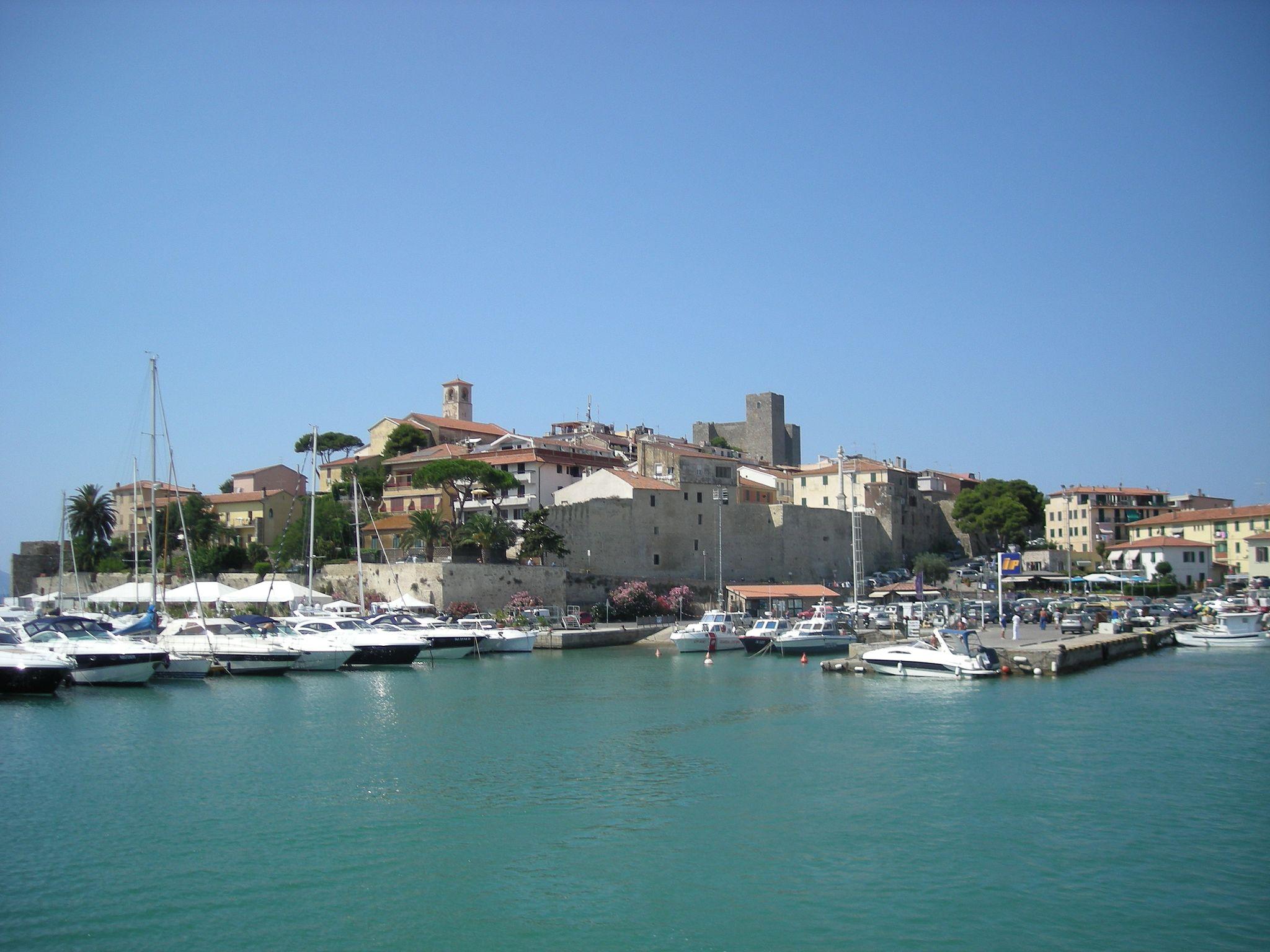 Porto di Talamone, vista della marina