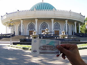 Amir Timur Museum - A 1,000 Sum bank note showing the museum