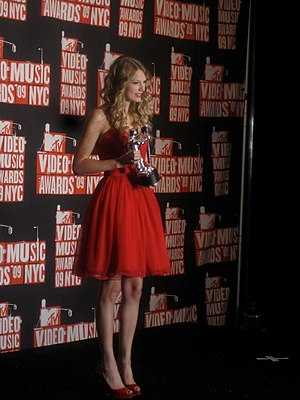 You Belong with Me - Swift with her MTV Video Music Award for Best Female Video at the 2009 MTV Music Video Awards.