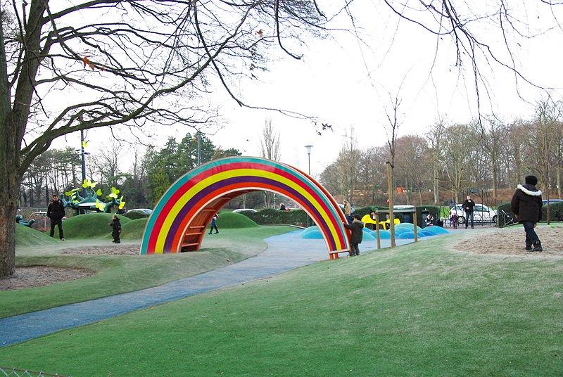 File:Temalekplats slottsparken.JPG