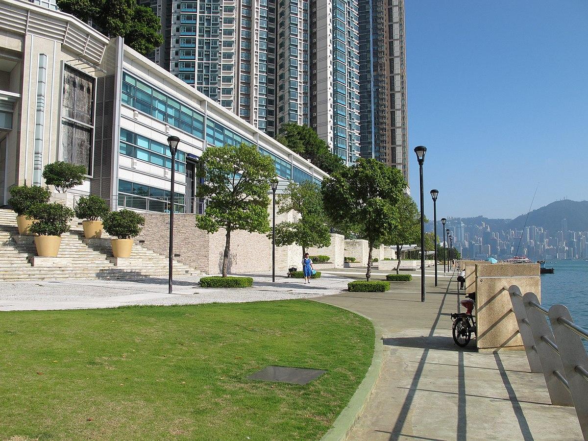 Waterfront Promenade 201705 Jpg