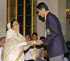 The President, Smt. Pratibha Patil presenting the Rajiv Gandhi Khel Ratna Award -2006 to Shri Manavjit Singh Sandhu at a glittering function, in New Delhi on August 29, 2007.jpg