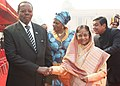 The President of Republic of Malawi, Ngwazi Prof. Bingu wa Mutharika being received by the President, Smt. Pratibha Devisingh Patil, at the ceremonial reception, at Rashtrapati Bhawan, in New Delhi on November 03, 2010.jpg