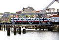 Tog passerer Skansen bru (7696878274).jpg