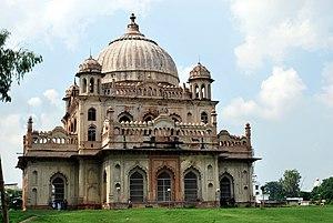 Saadat Ali Khan II - Image: Tomb of Raja Saadat Ali, 3