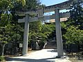 Torii and romon of Kashii Shrine.JPG