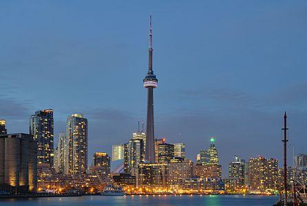 Toronto: skyline at night