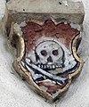 Totenschädel im Schlussstein der St. Michael Kapelle in Bad Mergentheim.jpg