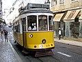 Tranvía de Lisboa en la subida al Castillo.jpg