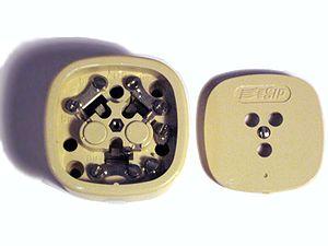 Tripolar plug - Image: Tripolare