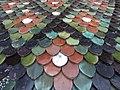 Tuiles colorées de la collégiale de Neuchâtel.jpg