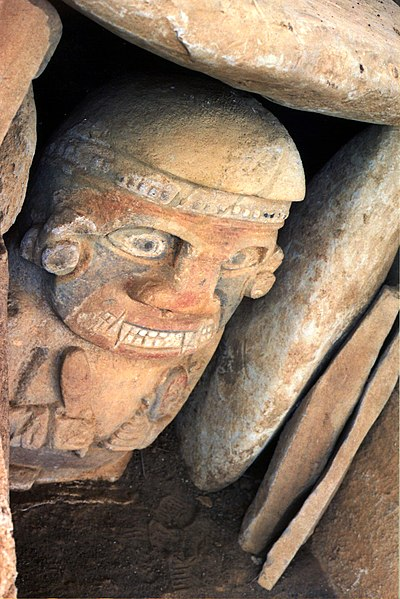 Bestand:Tumba en San Agustín.jpg
