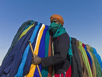 Turban seller at Festival au Desert near Timbuktu, Mali 2012 cropped.jpg