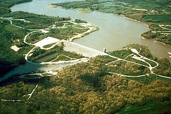 English: Coralville Reservoir and dam on the I...
