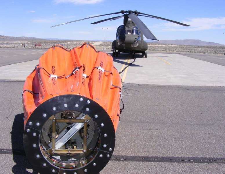 File:US National Guard Chinook with Bambi Bucket equipped with Torrentula multi-dump valve and Powerfill pump motors. Nevada.pdf