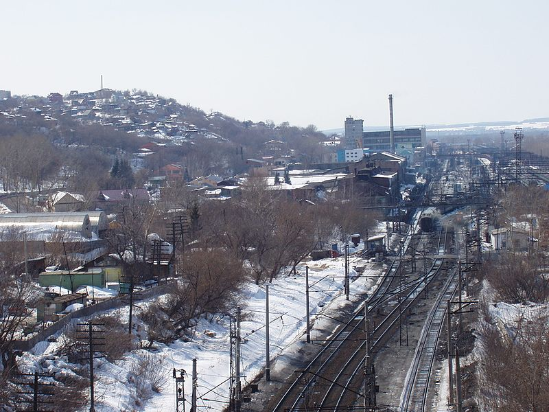 Dosiero:Ufa railway station - view from the bridge at European route E22 - April, 2005 - panoramio.jpg