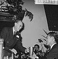 Uitreiking World Press Photo 1965 prins Bernhard bij het overhandigen van de be, Bestanddeelnr 918-5476.jpg