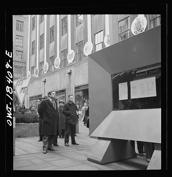 File:United Nations exhibition of photographs 8d26018v.jpg