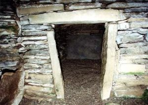 Unstan Chambered Cairn - Entrance to Unstan Chambered Cairn main passageway.