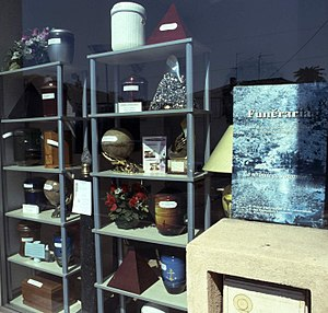 Funeral director - Showcase of an urn shop in Nice, France