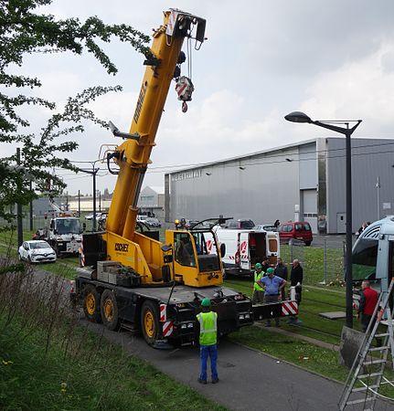 Valenciennes & Anzin - Déraillement de la rame de tramway n° 17 à la sortie du dépôt de Saint-Waast le 11 avril 2014 (045).JPG