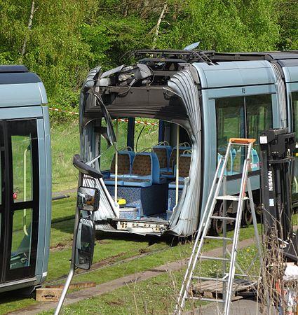 Valenciennes & Anzin - Déraillement de la rame de tramway n° 17 à la sortie du dépôt de Saint-Waast le 11 avril 2014 (066).JPG