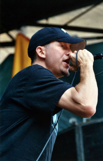 The Vandals - Dave Quackenbush replaced Stevo as The Vandals' singer in 1985.