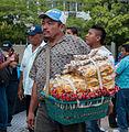 Vendedor ambulante o buhonero del centro de Maracaibo 2.jpg