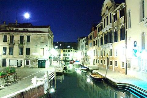 Venice at Night Italy Venezia italia Creative Commons by gnuckx